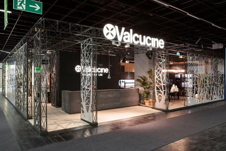 fontanaarte-fontanaarte-lights-up-valcucine-kitchens-booth-at-imm ...