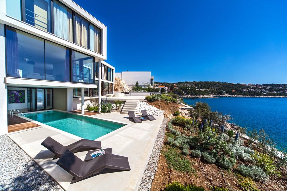 My house idea golden rays luxury villa myhouseidea for My luxury home