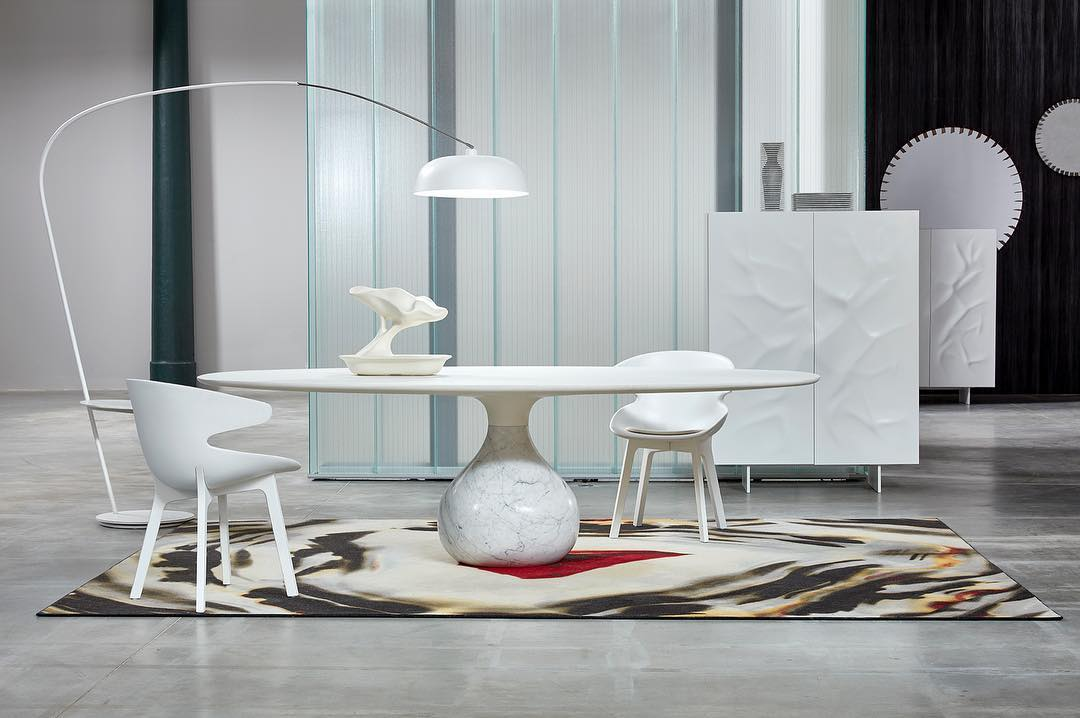 roche bobois check out this divine dining setup the. Black Bedroom Furniture Sets. Home Design Ideas