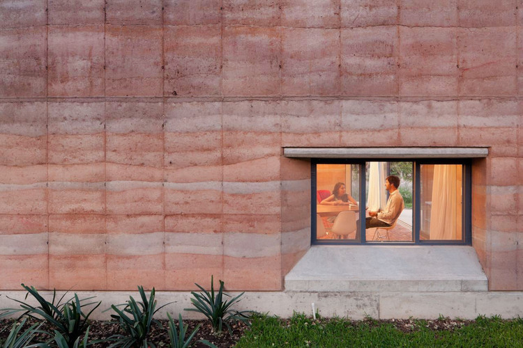Rammed Earth Construction: 15 Exemplary Projects, © Iwan Baan