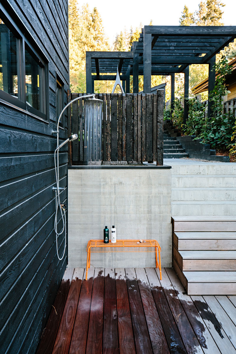 This modern lake house has an outdoor shower for rinsing off after spending the day in the water. #OutdoorShower