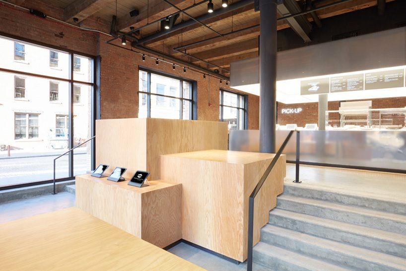 ole scheeren mirrored stainless steel stage for dean & deluca opens in new york