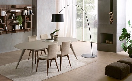 ELEGANCE: round and extendible dining table with structure in solid ash. Top and...