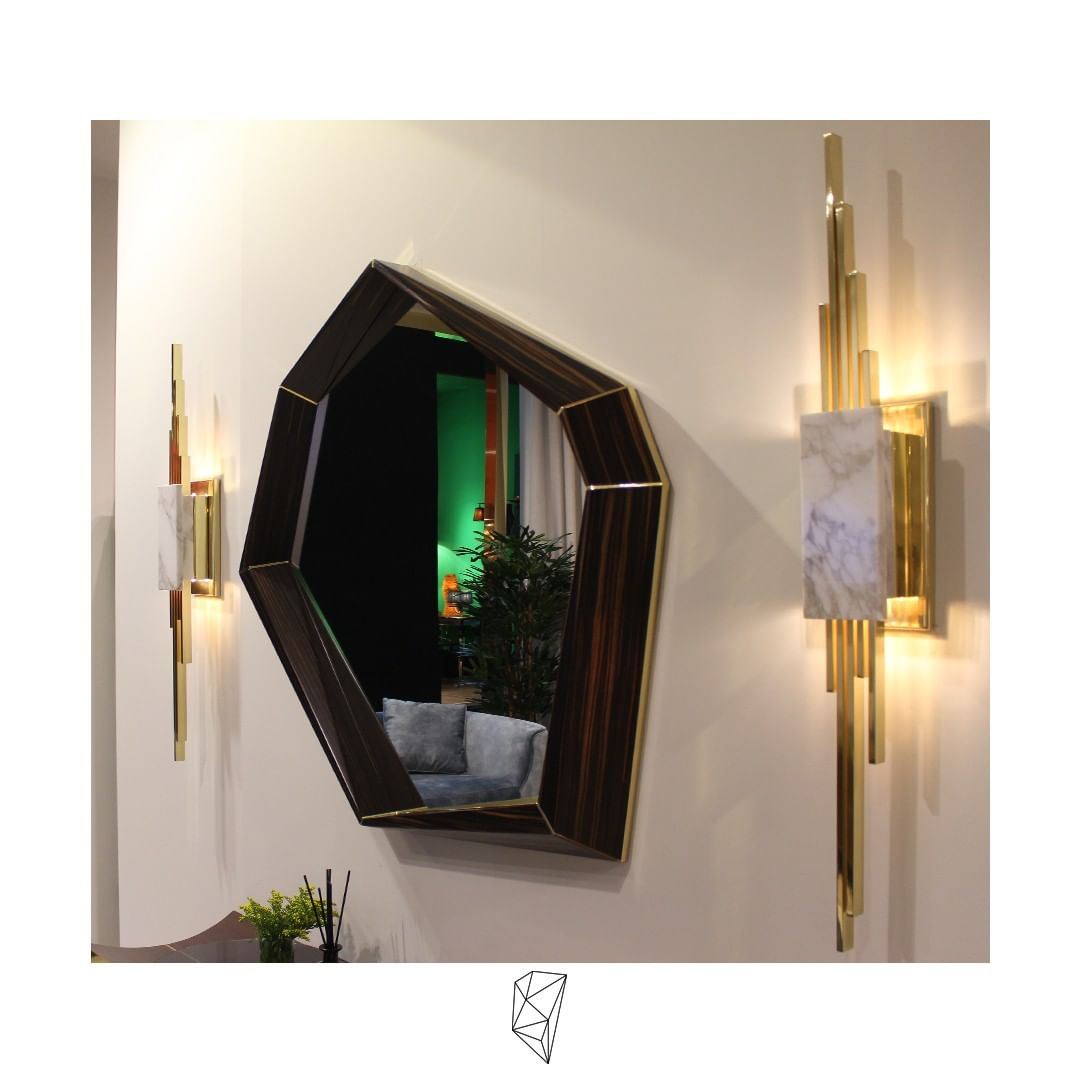 An elegant combination between the Opera mirror and the Eratus Wall Lamp. The ir...