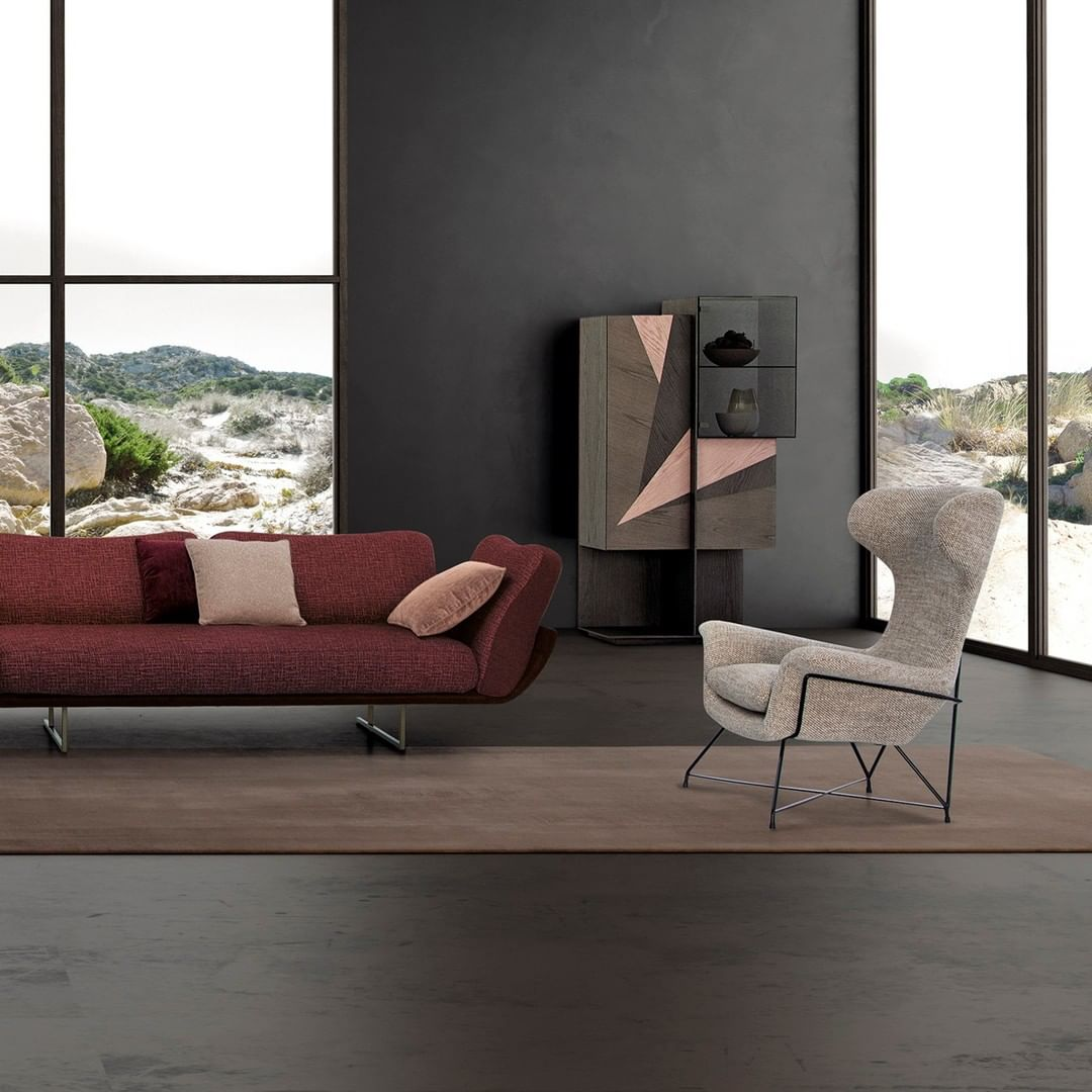 Claret red is an ideal color for a conte...