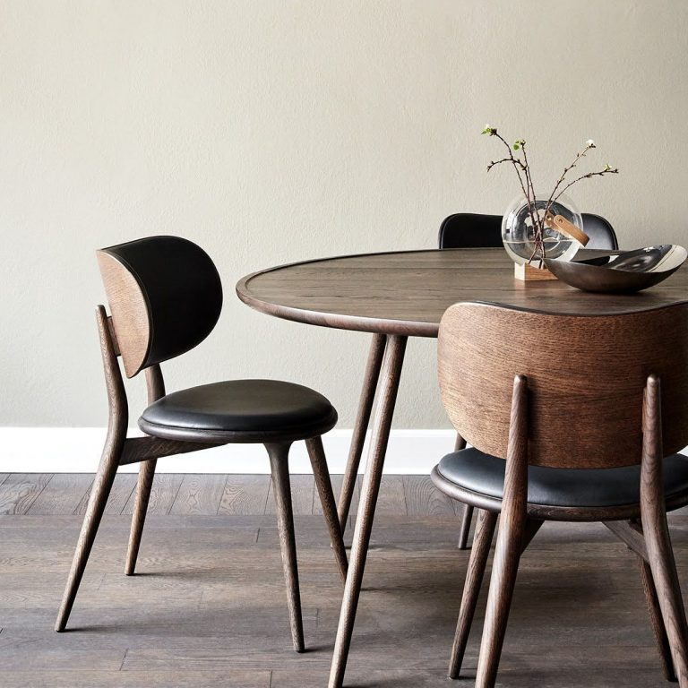 The Dining Chair draws on the iconic Hig...