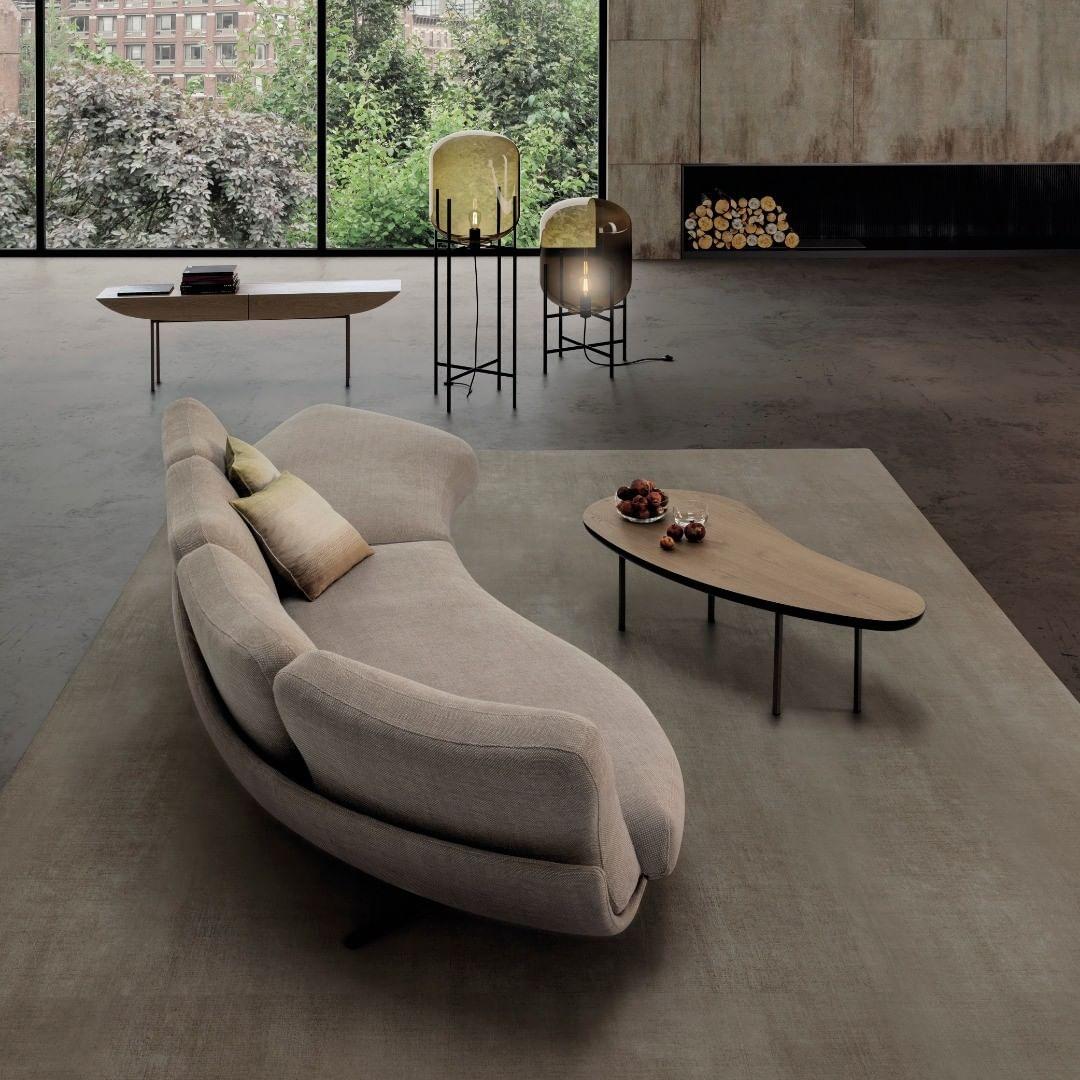 FREESPIRIT Curvo A free-spirited sofa de...