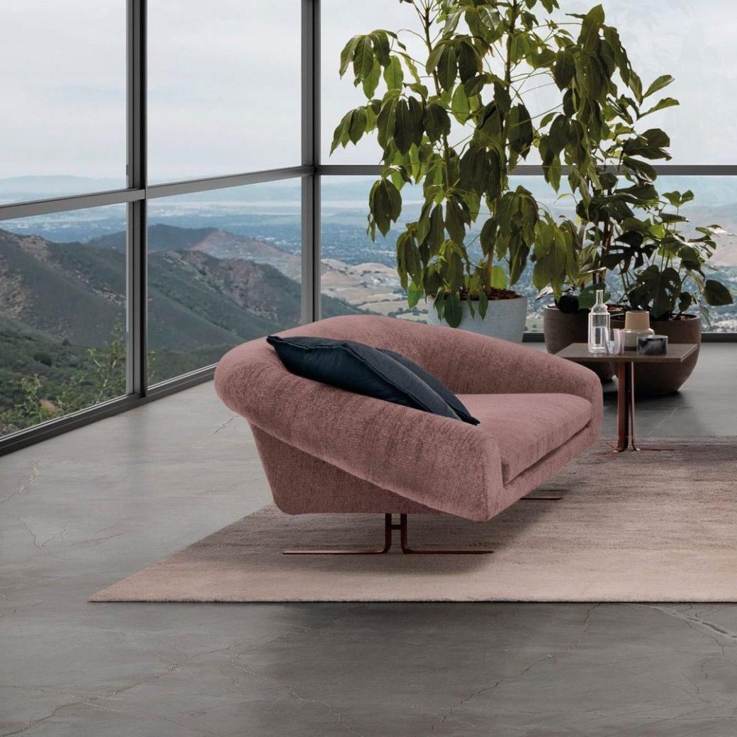 Linear Airstrike sofa has a big padding ...