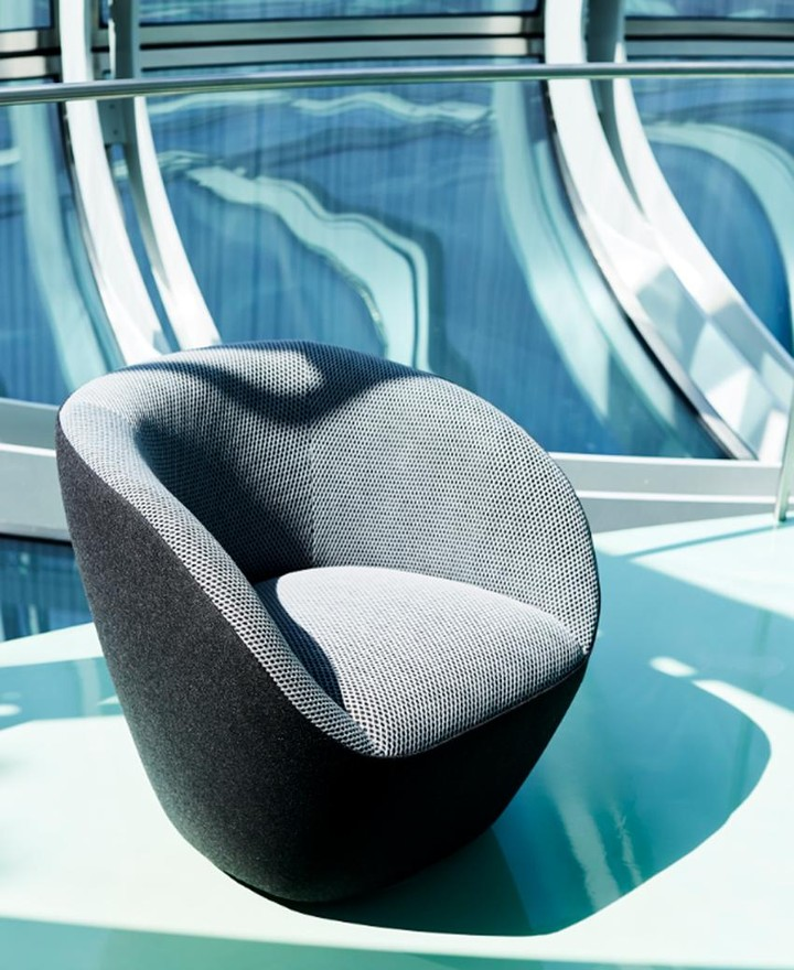 Curvy and beautiful. Edito armchair, des...