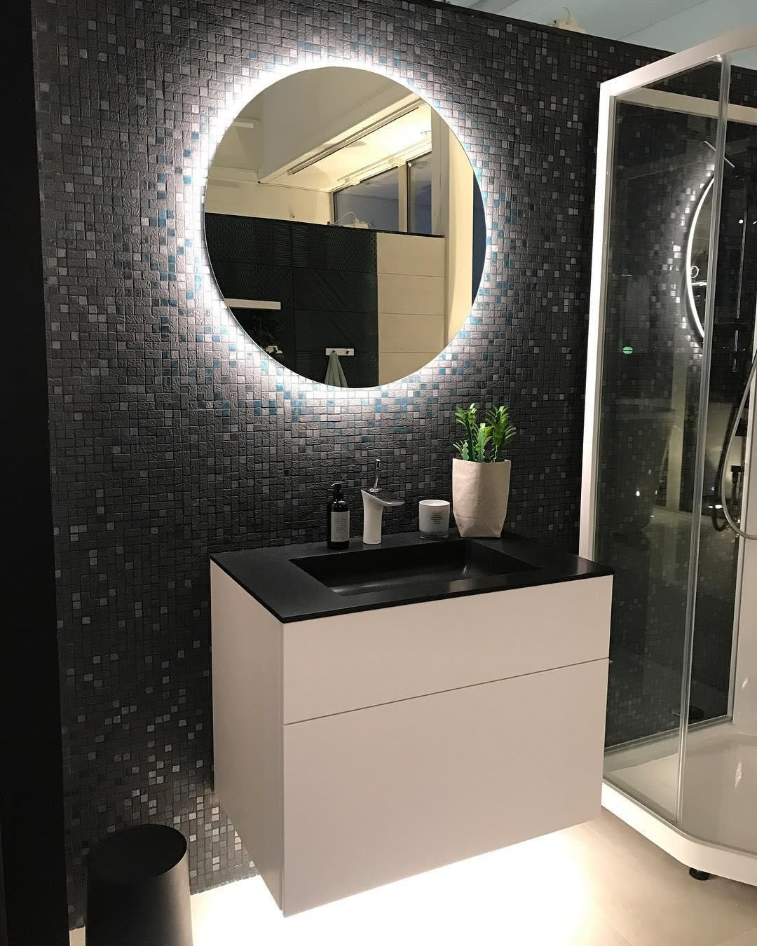 Dark tiles with a bright highlight . Thi...