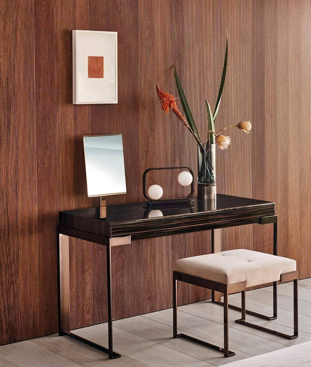 Aura lady desk owns all your beauty secr...