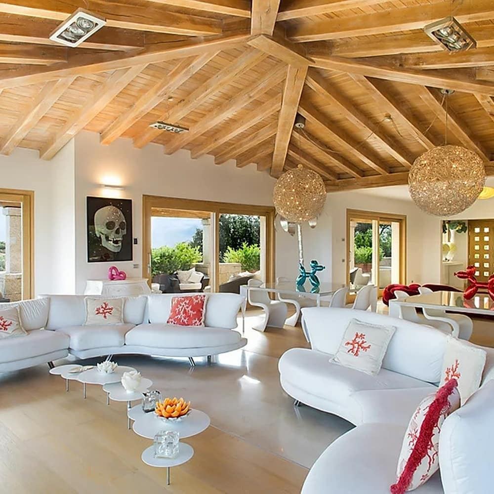 The main Living Room features one of Il ...