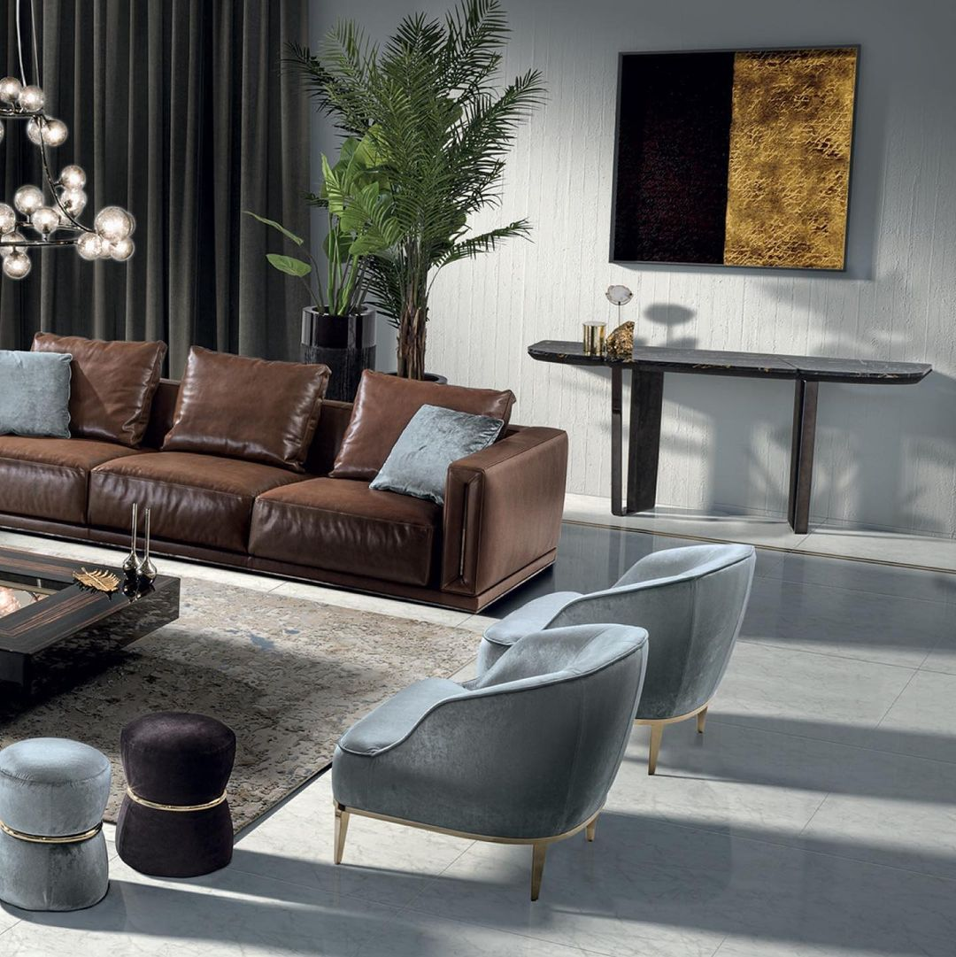 Intimate and rigorous, the Atar sofa by ...
