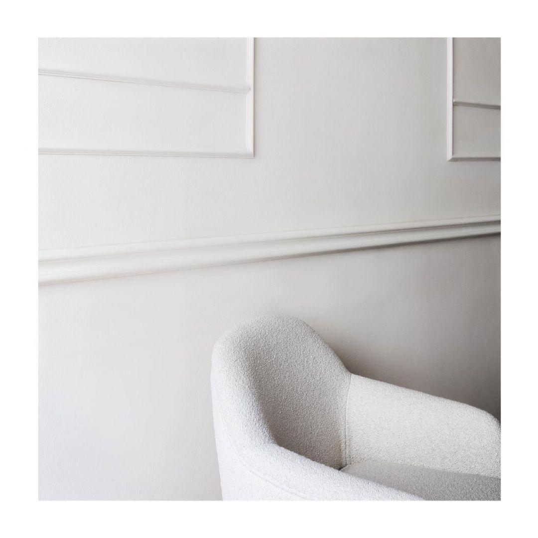 BERNADETTE: a style icon.  Refined shape...