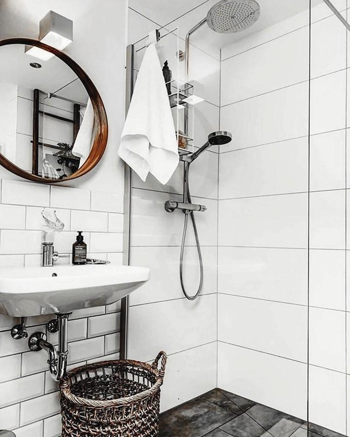 Modern bathroom coupled with #vintage el...