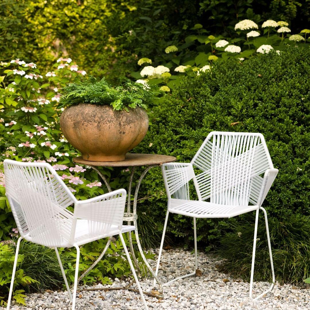 Tropicalia: an elegant chair that encour...