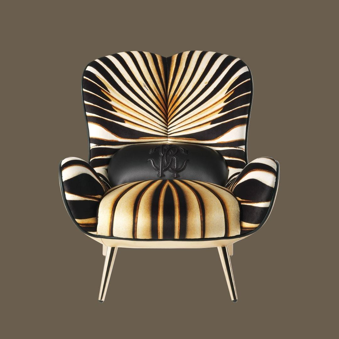 In the Tifnit armchair, the velvet uphol...