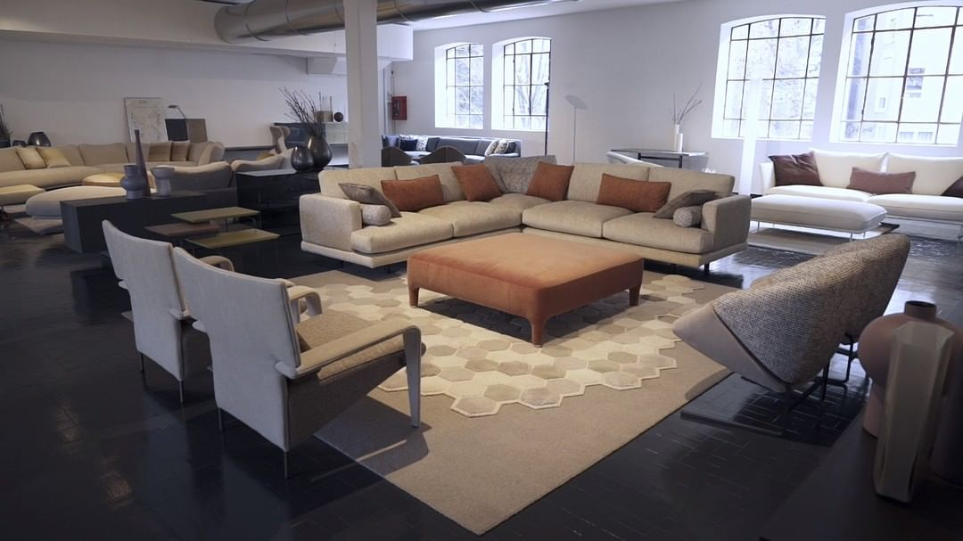 A tour of our showroom starring Mercury ...