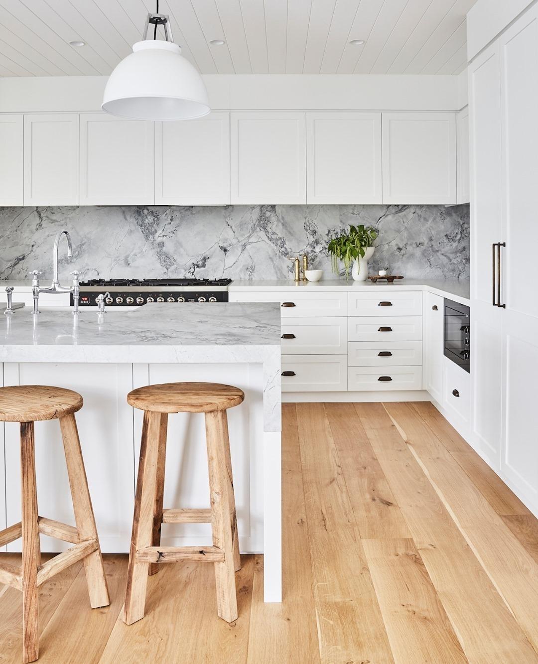 Honey-toned flooring and a stone backspl...