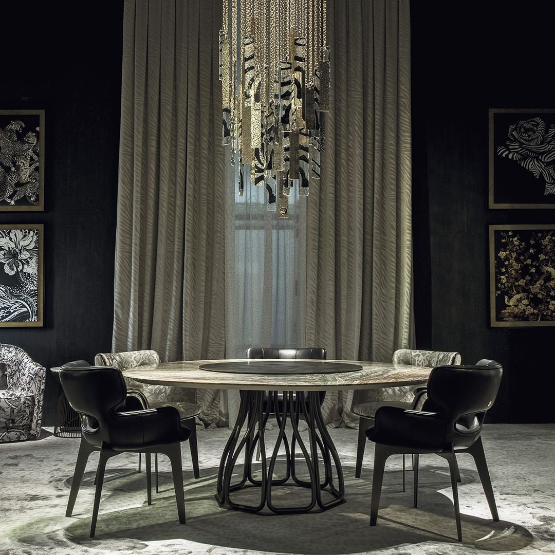 An impressive and scenographic dining ro...