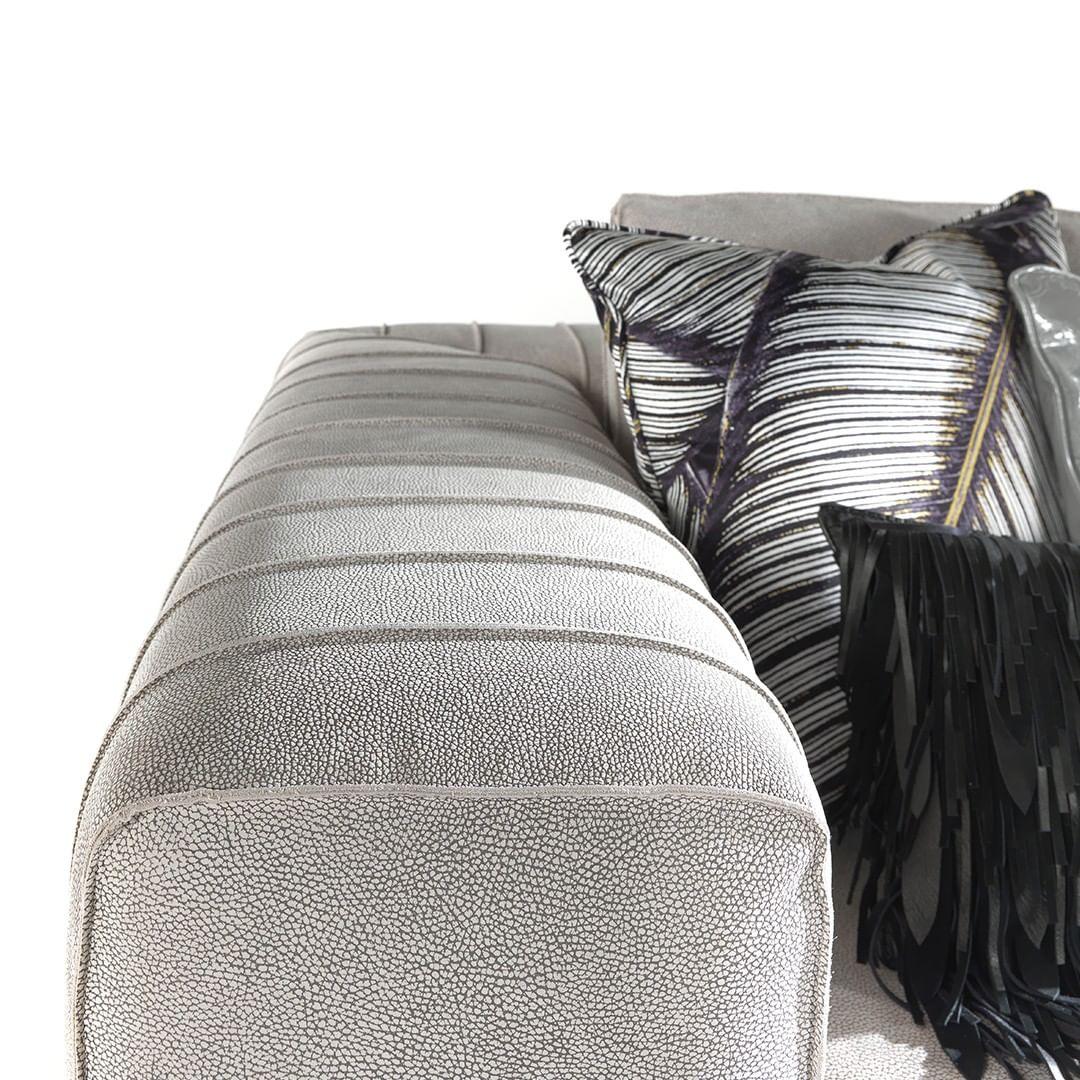 Sartorial details on ARUBA sofa.  Discov...